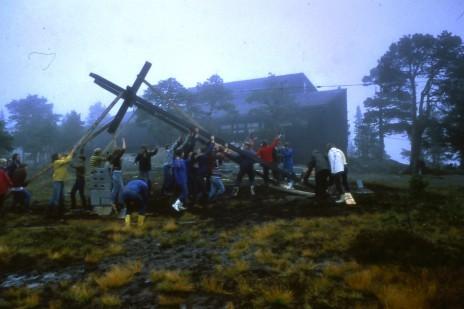 Reising av klokketårnet på Vassfjellkapellet